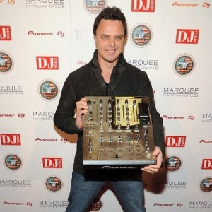 markus-schulz-receives-americas-best-dj-award-2012-300x300